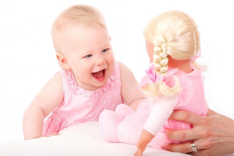 Sjove og naturtro dukker giver dit barn mange sjove lege