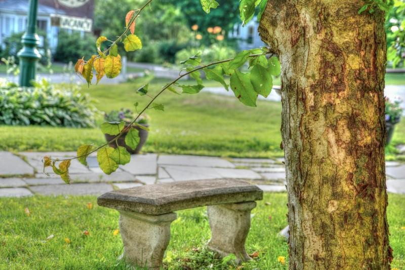 Sådan kan du bruge granitbænke i haven